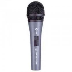 Mikrofon in der Hand für Gesang Solisten auf der Bühne Sennheiser Niere