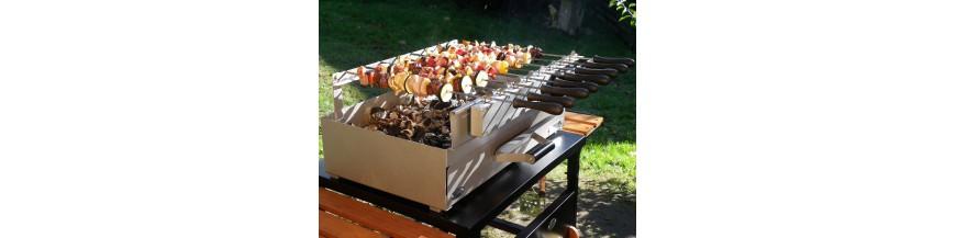 Grills und Grills mit Holz und Holzkohle